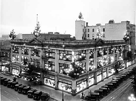 1929 Vancouver, BC – Spencer's Department Store at Christmas. VPL Number: 17174