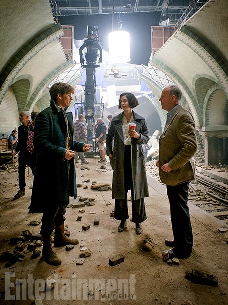 'Fantastic Beasts': 5 Exclusive New Photos | Trouble in the Rubble | EW.com