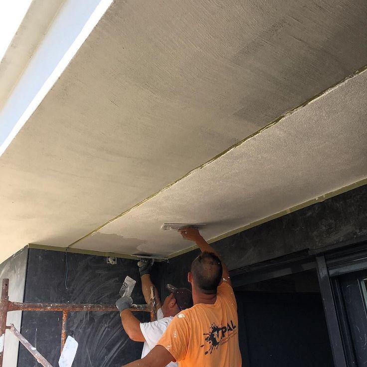 Aplicando el acabado de #sistemaSate en vivienda de diseño en grano 05 mm de #resinadesilicona consiguiendo blanco puro muy duradero #satevipal #diseño #Sate #eficienciaenergetica Aislamiento y rehabilitación energética SATE