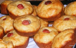 Hagymás, sajtos, virslis muffin