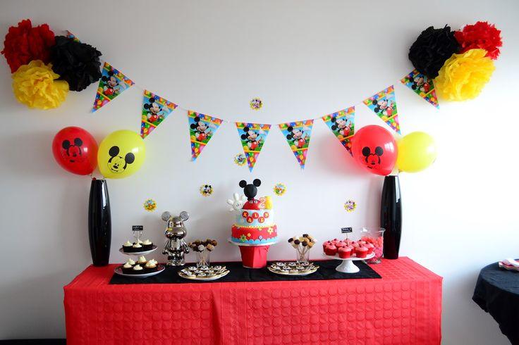 D coration anniversaire mickey rouge noir et jaune id e for Deco table noir et rouge