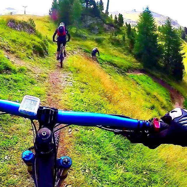 MTB time #mountainbike #mountainbiking #mountainbike #mountainbiker #mountain #mountainlife #mtb #mtblife #gopro #goprohero5 #pointofview #pov #firstperson #adventure #adventuretime #travel #adrenalinejunkie #adrenaline #mountainbikersbr #like4like #likes4like #sunny #enjoylife #nature #letsgo