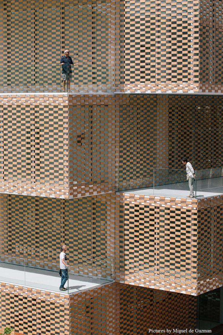 FLEXBRICK. Tejido cerámico Ceramic textiles Tissu céramique Teixit ceràmic. Fachada ventilada/Ventilated facade/Façade ventilée; Celosía colgante/Suspended facade; Fachada ligera/Lightweight facade/Façade légère; Fachada flexible/Flexible façade/Façade flexible; Protección solar de fachada/Brick filter/Ecran de protection soleil; Filtro solar/Sunscreen/Filtre solaire; Envolvente continua/Continuous envelope/Enveloppe continue