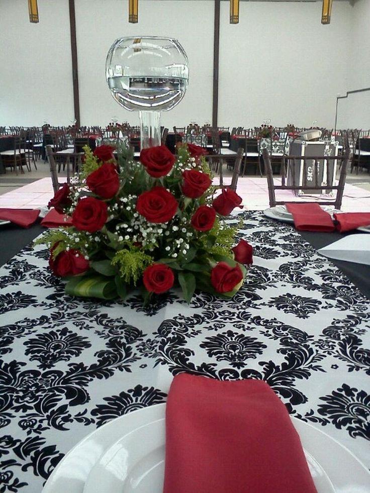 Mesa para Boda en tonos rojos y negros. Foto tomada en Las Tejas, Toluca por Vizualméxico.