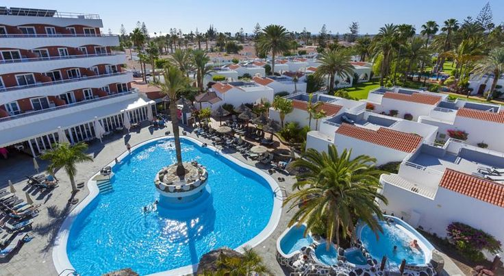 Sol Barbacan Playa del Ingles Located in Playa del Inglés, Sol Barbacan is only 2 km from the nearest beach. The complex features a swimming pool, 2 hot tubs, and free WiFi in all areas.