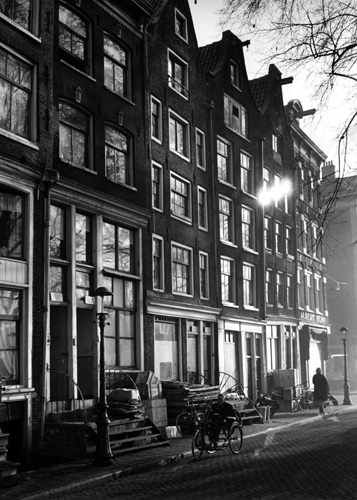 1950's. View on a street in the center of Amsterdam. In the center a man on a tricycle. Photo Cor Jaring. #amsterdam #1950