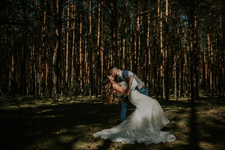 Wedding photography. Idea for a wedding session - nature <3  #lookslikefilm team :)