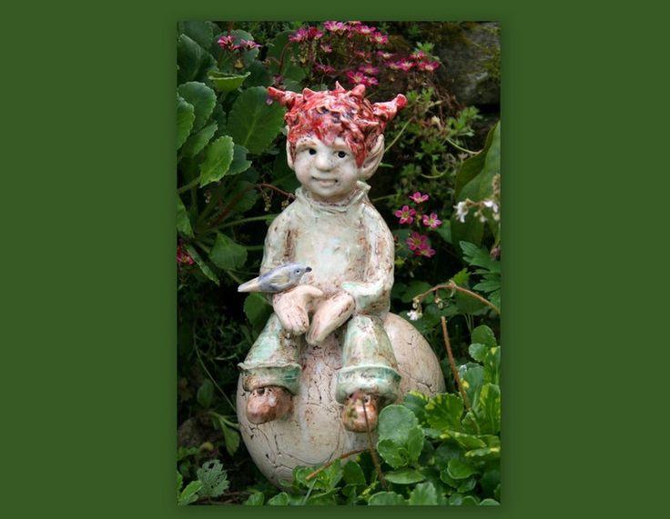 Gartenfiguren - Keramik Elfe, Fee, Gartenfigur, Beetstecker - ein Designerstück von Sandlilien bei DaWanda