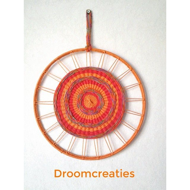 Shining like the sun this woven mandala! ☆ #mandala #mandaladesign #mandalart #weaving #weven #haken #crochet #dreamcatcher #dromenvangers #weaveart #creative #crea #handmade #droomcreaties #instagram #instalike #sunshine