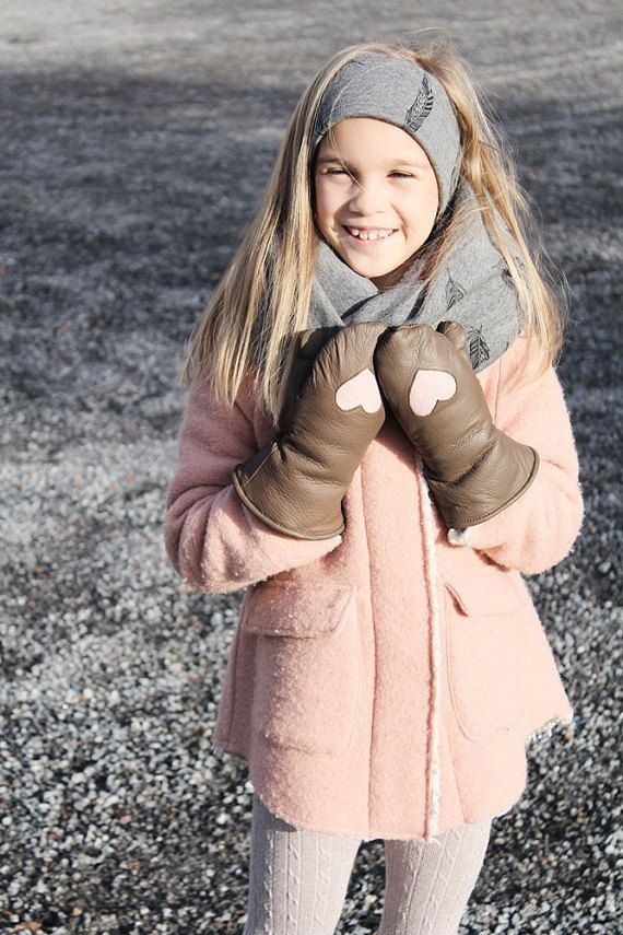 Childrens leather mittens  Mud/Dusty Rose Heart by somaoriginal