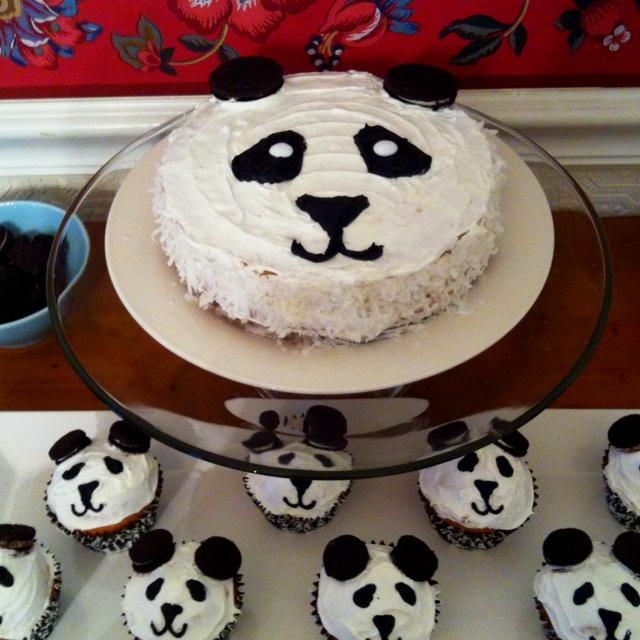 Panda baby shower: cake and cupcakes. So cute!!