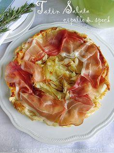 La tatin salata con cipolle e specl è una gustosissima torta salata che si ispira alla ben più famosa Tatin francese con mele caramellate Ricetta La cucina di ASI