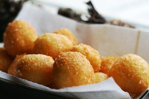 Antilliaanse kaasballen zijn makkelijk om te maken en lekker om te serveren als …