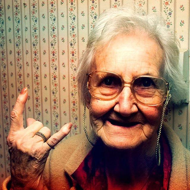 """Come disse Charlie Chaplin """"La giovinezza sarebbe un periodo più bello se solo arrivasse un po' più tardi nella vita""""... Intanto è venerdì e prepariamoci a goderci anche questo weekend!!! #adhocband #enjoy #live #rock #music #giovinezza #vita #life #citazioni #chaplin #charliechaplin #buon #venerdi #weekend #pensierimattutini #amici #Padova #Treviso #Vicenza #Verona #Venezia"""