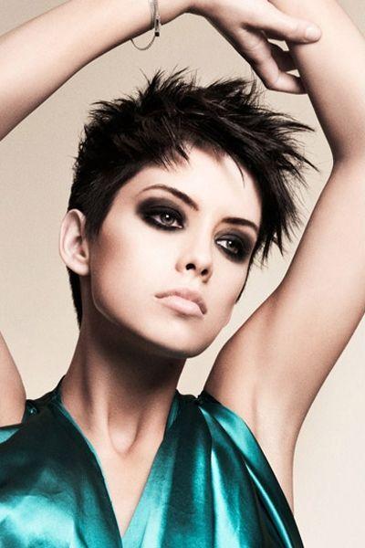 Die schönsten Kurzhaarfrisuren für Frauen mit dunklem Haar | http://www.neuefrisur.com/kurzhaarfrisuren/die-schonsten-kurzhaarfrisuren-fur-frauen-mit-dunklem-haar/1653/