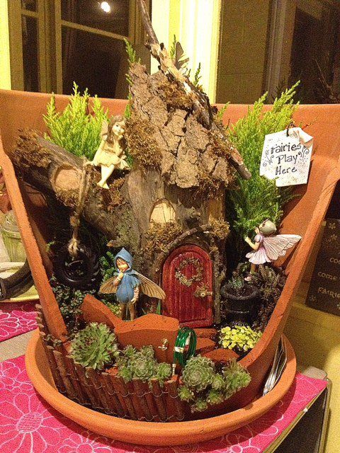 FAiRY GaRDeN iN a BRoKeN PoT ____One of the winners of the 2012 Fairy Garden Contest ____This is a nice display piece, not many plants, but very cute - should be eye-level or almost