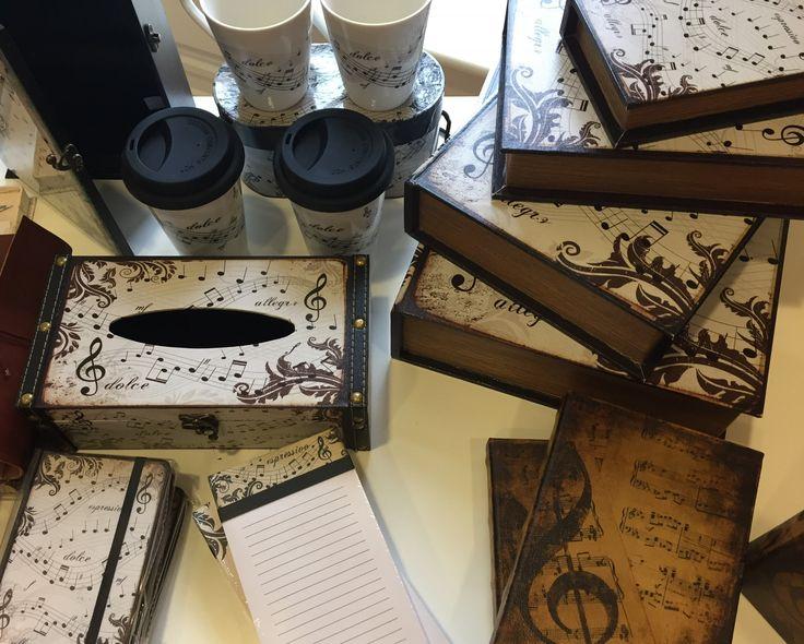 Pour les mélomanes et les musiciens : carnets de notes, tasses, boîtiers, etc.