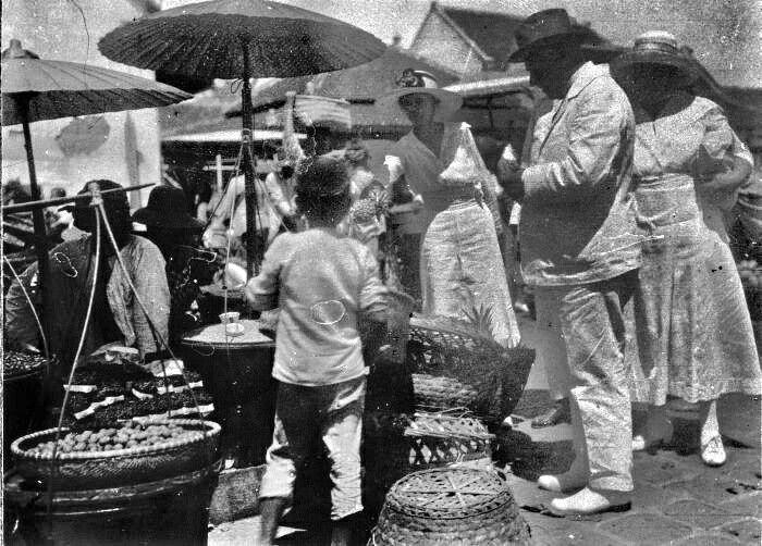 De markt Passar Baroe Bandoeng 1920-1921.