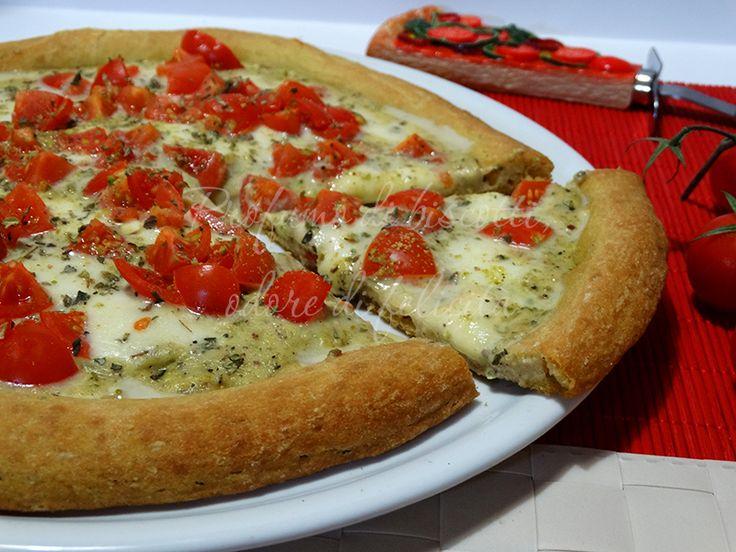 La pizza pistacchio e pomodorini è degna di una pizzeria etnea! Facile, gustosa e cremosa, venite a leggere la ricetta e prepariamola insieme!