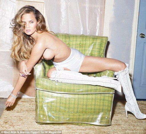 John Legend's wife, Chrissy Teigen poses topless in shoot for W magazine's list of 10 sexiest supermodels on social media  - http://www.nollywoodfreaks.com/john-legends-wife-chrissy-teigen-poses-topless-in-shoot-for-w-magazines-list-of-10-sexiest-supermodels-on-social-media/