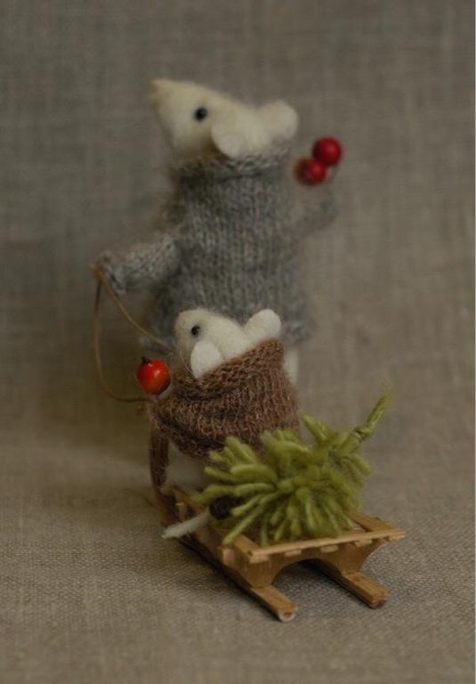 little wool Christmas mice in sweaters - oh this is cute!