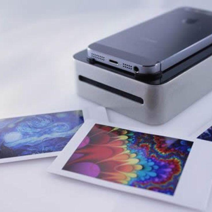 スマートフォンと連動して、シームレスに高品質のオープンソースの写真印刷が可能な画期的なプリンターのご紹介です。 配線もアプリも不要。必要なのは、美しい画像のみ。 SnapJetは、インスタントなフィルムプリンター。お使いのスマホにポラロイド技術を! 使い方はとても簡単 写真印刷をするには、お使いのス