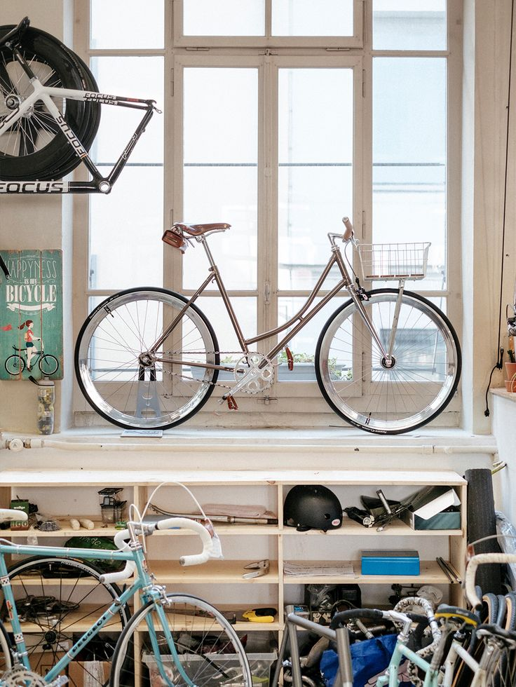 A view of one of the many vintage bicycles refurbished and available at the repair shop. Foound concept store Geneva.