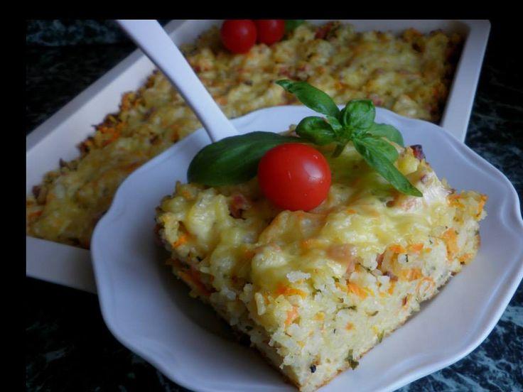 SUROVINY: 350.g ryža (uvariť klasicky, ako je kto zvyknutý), 250 g šunky na kocky (ja som dala pečenú, kvalita bez vody), 1 surová mrkva (nahrubo nastrúhať), 2 lyžice sekanej petržlenovej vňate, 150 g smotanového syra (ja som dala tavenú Želetavu), 200 g tvrdého údeného syra (nahrubo nastrúhať), 2 vajcia, 1
