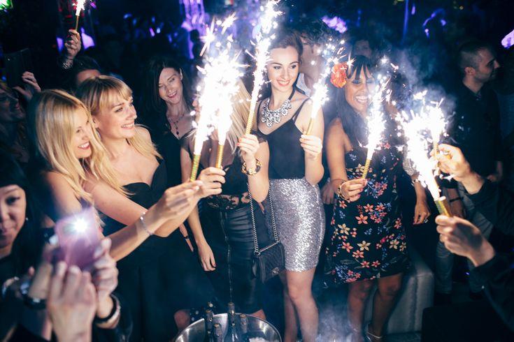 Giornata di festeggiamenti per la bella e appassionata stilista internazionale Anna Chekunova : l'artista, che crea abiti di alta moda e vuole che ogni donna diventi unica, bella e sensuale con le sue creazioni, ha festeggiato il suo 36esimo compleanno fashion. Nella splendida cornice del noto locale della movida milanese, Just Cavalli, e con la …