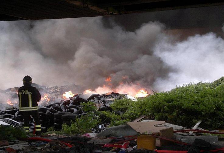 Incendia rifiuti in un terreno agricolo, arrestato nigeriano a cura di Redazione - http://www.vivicasagiove.it/notizie/incendia-rifiuti-in-un-terreno-agricolo-arrestato-nigeriano/