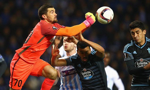 Brighton sign Valencia goalkeeper Mathew Ryan