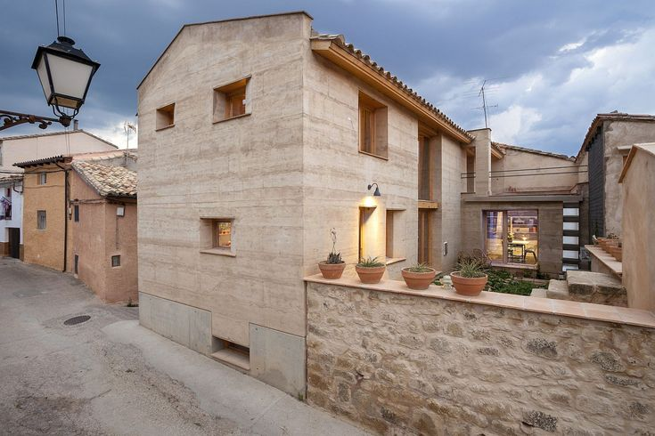 Contemporary earthen home with award winning design by Edra Arquitectura…