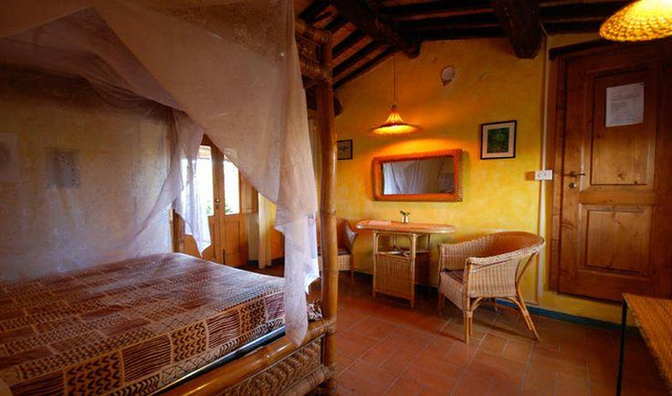 Tutte le camere sono arredate con mobili di famiglia e di provenienza dai viaggi dei proprietari. I bagni sono piastrellati con ceramiche di Vietri.