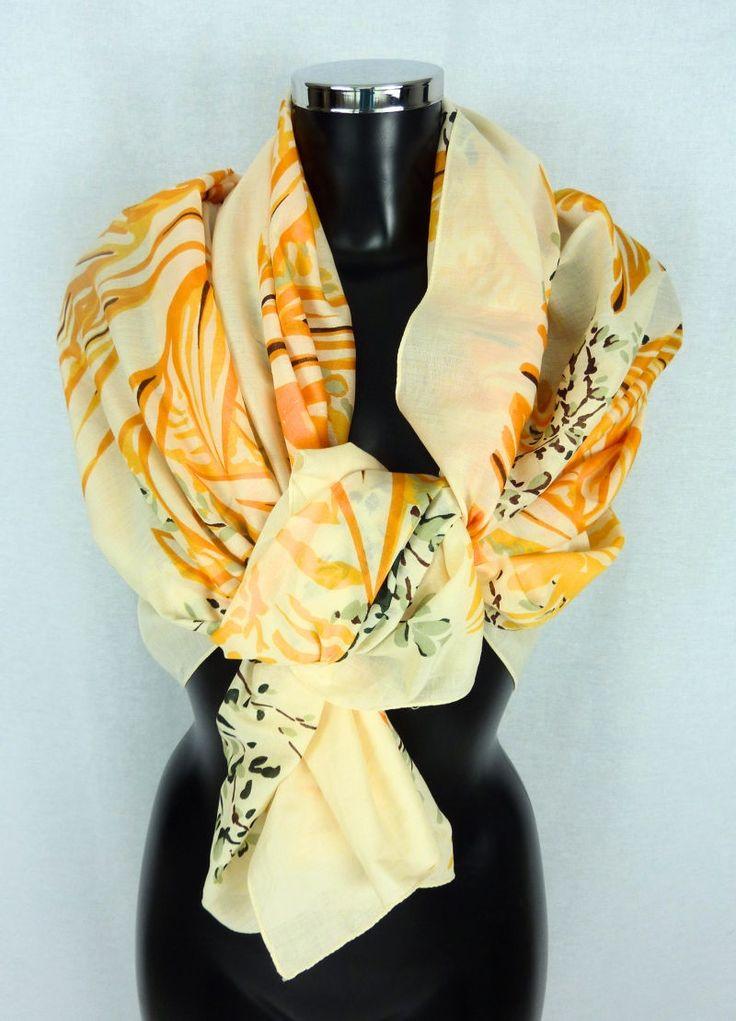 VINTAGE - Grand foulard - Châle - Etole - Guy Laroche - Tons oranges et verts - Motifs jungle - motifs nature - 100% coton de la boutique TheNuLIFEshop sur Etsy