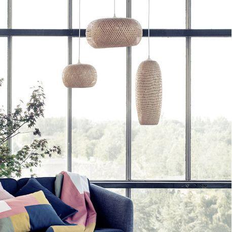 Suspension en bambou design @brostecph pour une décoration lumineuse naturelle et chaleureuse #homedecor #interiors #salonscandinave #nordicdesign