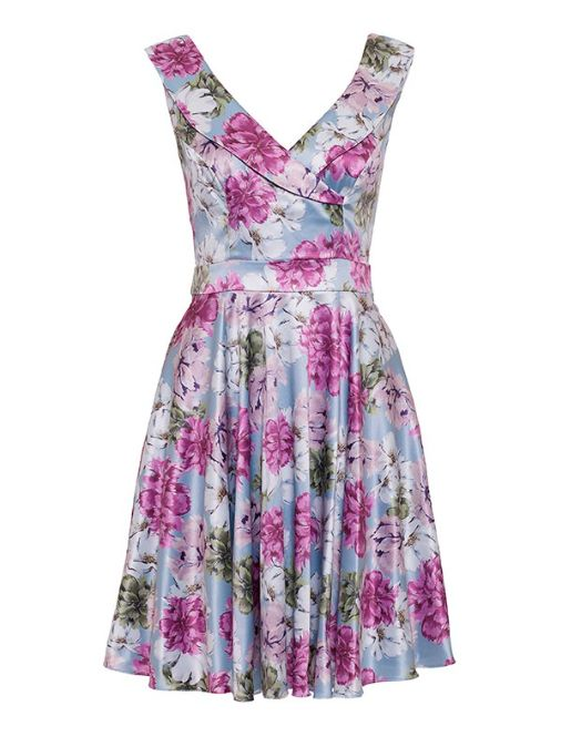 Review Australia | Fleur De Lis Dress Multi. I'm surprised at just how lovely this dress is on! The neckline is perfect (not too deep). The colours are super gorgeous!