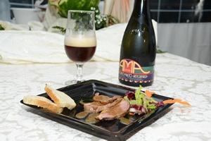 Petto d'Anatra marinato all'Anice stellato con salsa di Birra e Insalata di Stagione