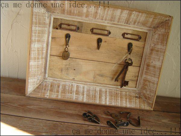cadre porte cl s avec bois de palette bricoler diy basteln pinterest porte cl cadres. Black Bedroom Furniture Sets. Home Design Ideas