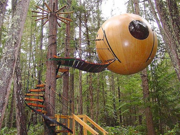 La esfera libre de espíritu: Tom Chudleigh un carpintero canadiense, diseñó a mano estas casas ecológicas para que puedan dormir cómodamente cuatro personas. Las esferas están construidas de madera y fibra de vidrio a prueba de agua.