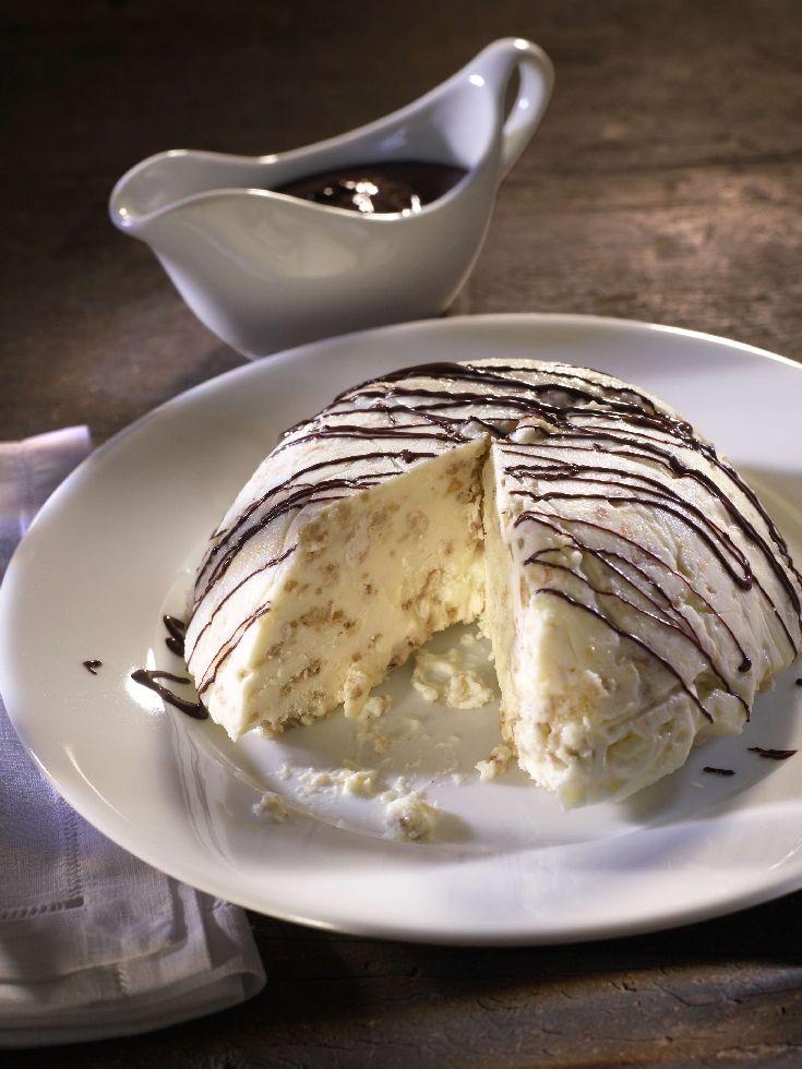 #Semifreddo al torrone: Weicher #Torrone, Schlagrahm & #Schokolade verbinden zu diesem halbgefrorenen #Glace aus dem Piemont. #Rezept #Dessert