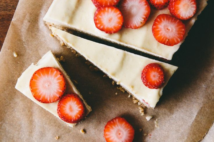 Almost Raw Vegan Cheesecake with Strawberries | eHow