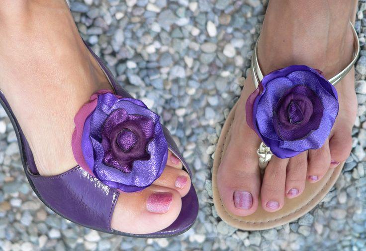 brooch accessorio clip bijoux per scarpe in viola di Luciana Torre - accessori tessili handmade e ceramica dipinta a mano. Pezzi unici su DaWanda.com