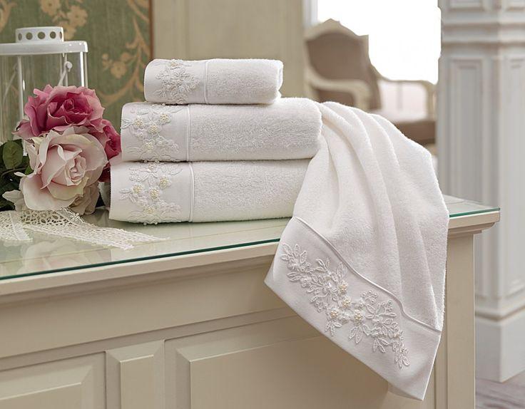 Atrakcyjne wyglądające modne ręczniki MASAL są nie tylko modnymi dodatkami do łazienki, ale także wyróżniają się niezwykłą chłonnością i miękkością w dotyku. Doskonałej jakości materiał, którym jest hipoalergiczne i antybakteryjne włókno bambusa, zapewni wrażliwej skórze najlepszą opiekę.