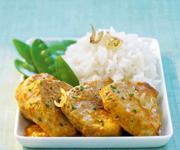 Le chef Cyril Lignac vous propose sa recette gourmande de l'émincé de filet mignon de veau au curry doux. A vos fourneaux les amis.