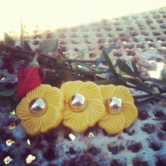 VINTAGE 1960s YELLOW HAIRCLIP Mod sixties hair clip by thelostproperty, $7.99