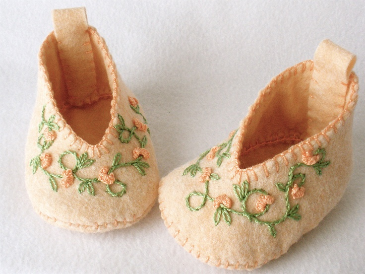 Felt Baby Booties Hand Stitched and Embroidered Peach Floral Vine. $30.00, via Etsy.Booty Hands, Baby Booty Bead Embroidery, Felt Baby, Peaches Floral, Embroidered Peaches, Baby Booties, Hands Stitches, Floral Vines, Baby Stuff