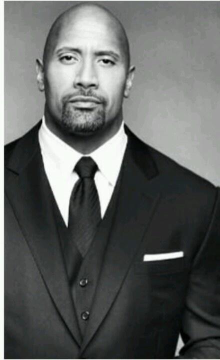 Dwayne Johnson (La Roca) es un actor, culturista y luchador profesional estadounidense