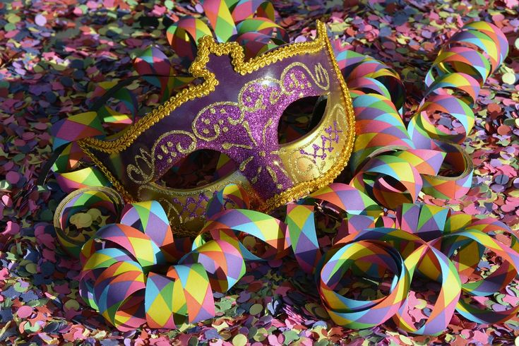 Karneval is upon us! On 27.02. streets in Germany will be filled with people in costumes and masks. Find you perfect costume now and join in!