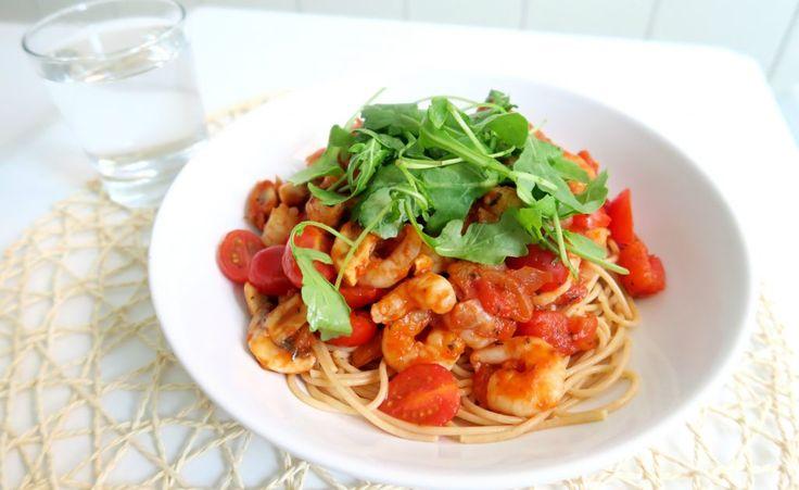 Gezonde pasta garnalen en tomaat