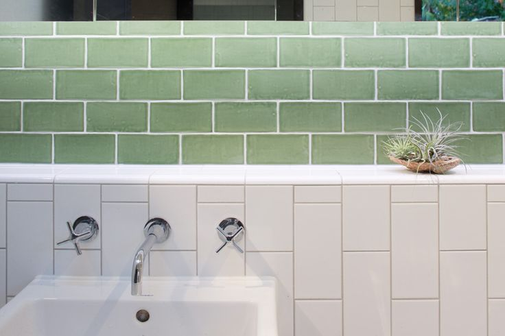 www.arcke.com.au. Caulfield Two Fold House. Bathroom detail.